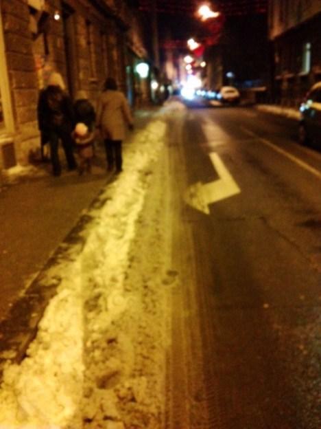 Preradovićeva: ovo je rub kolnika kojim bi se biciklisti morali voziti