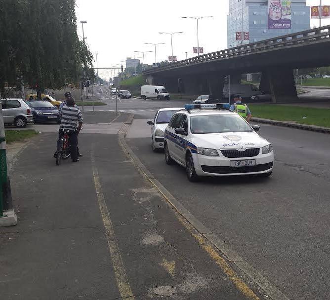 Policija kažnjava biciklista na Selskoj