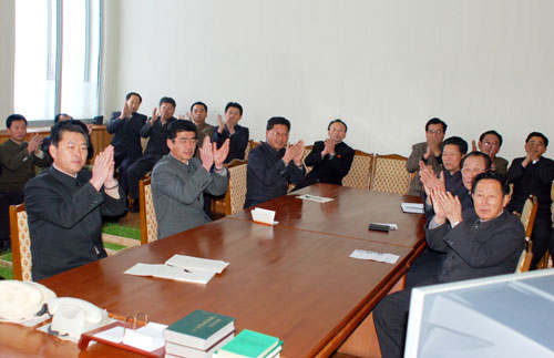 By North Korean standards, this is a shockingly spontaneous photo | Talking shop, via Rodong Sinmun