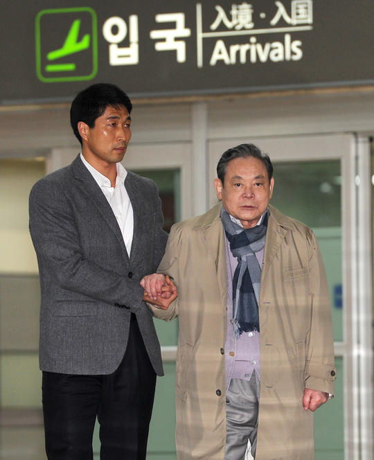 Lee Gun-hee, shortly after returning to South Korea on April 6 | via News 1