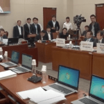 Screenshot via FactTV (팩트TV) of the afternoon session of the National Assembly's Education, Culture, Sports, and Tourism Committee on October 8, after the opposition stuck protest pickets to every laptop. | Image: 팩트TV/YouTube