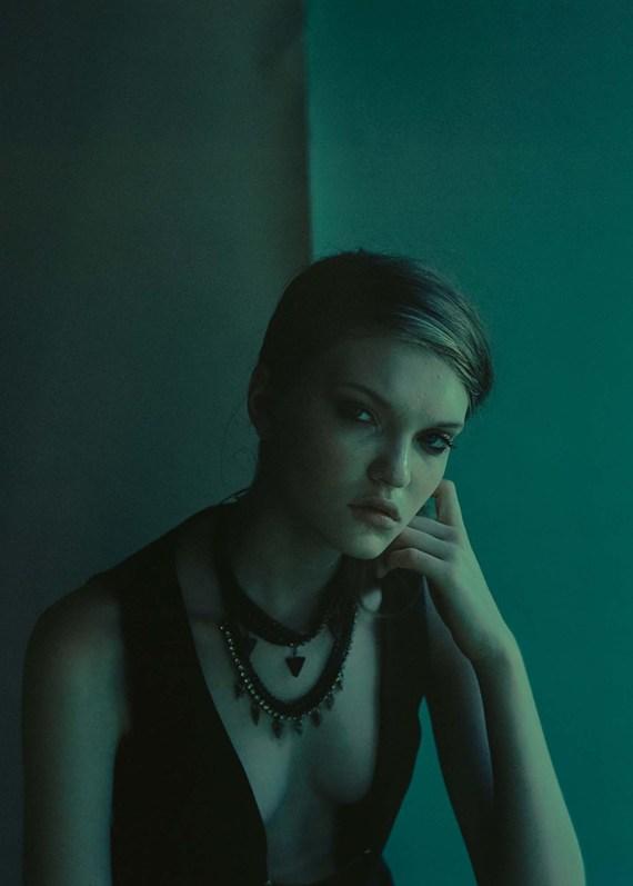 stylist sara oswalt shoots Vardonne