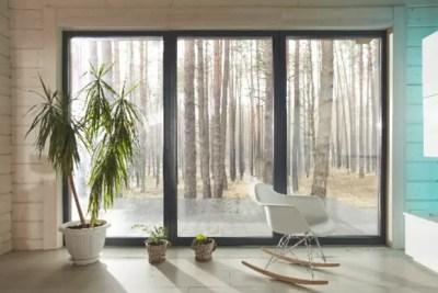 窓やサッシの掃除のコツ!驚くほどピッカピカに仕上がる窓の拭き方