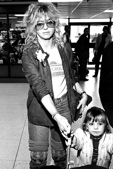 1366302591_goldie-hawn-kate-hudson-1982