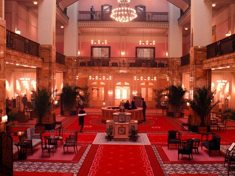 item4.rendition.slideshowWideVertical.grand-budapest-hotel-set-05-lobby-german-jugendstil-decor