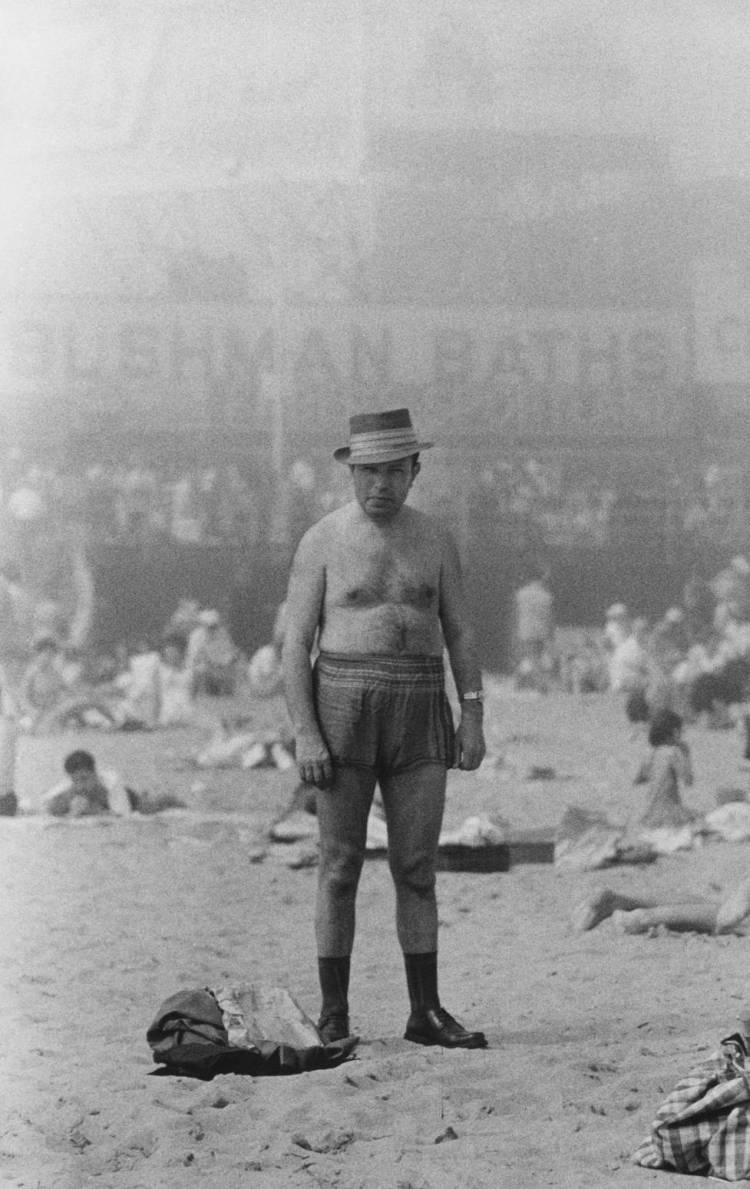 medium_FN_07_22_DIANEARBUS_Man-in-hat_Coney-Island