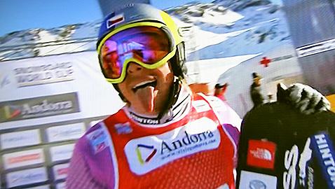 Семкова се радва на победата си.