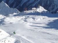 Снежни оръдия стрелят нонстоп даже и на високото в ледниците на Австрия