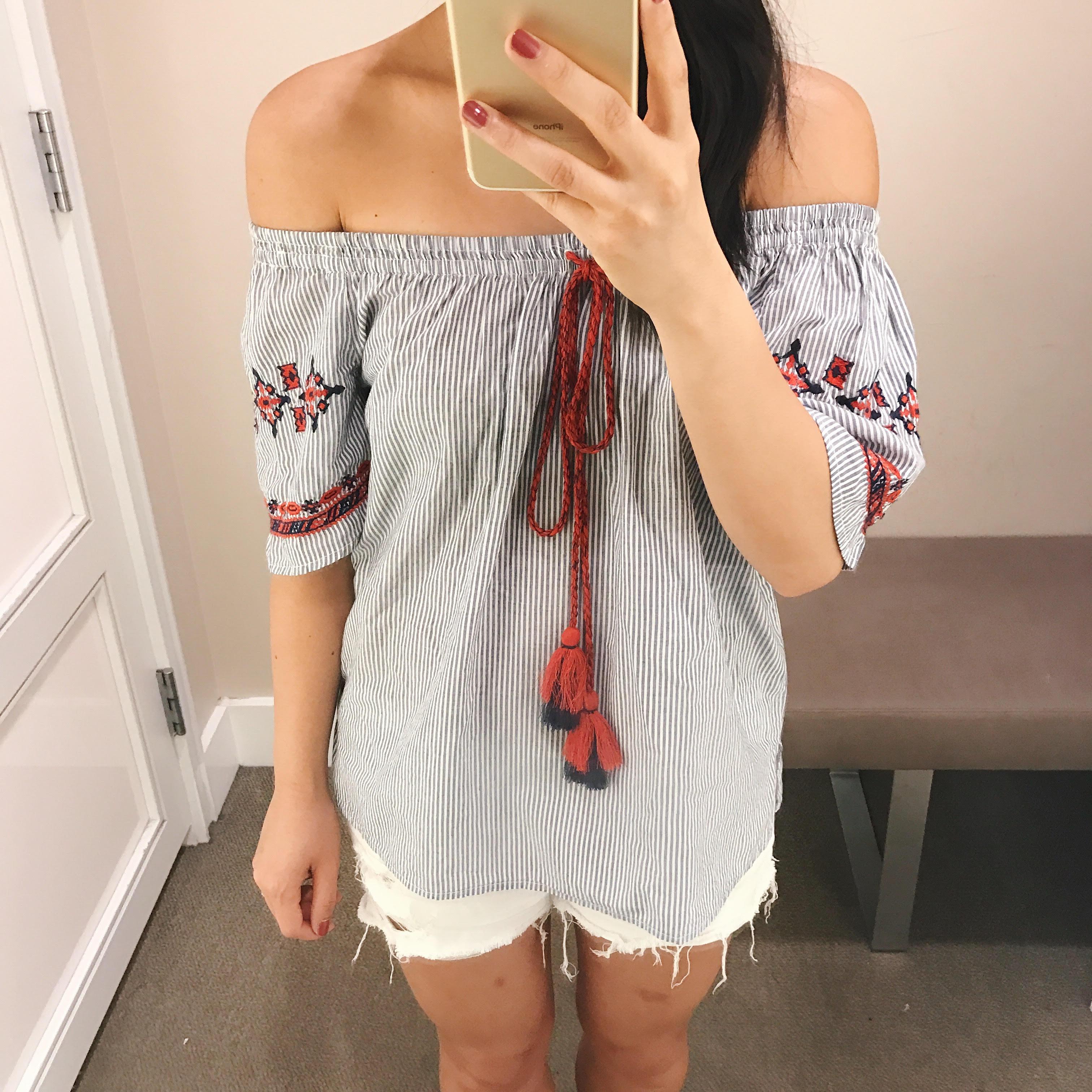 Summer Style / Off the Shoulder Tassel Top