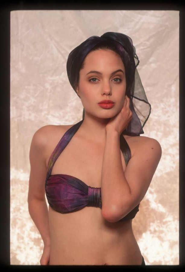 Анджелина Джоли в купальнике