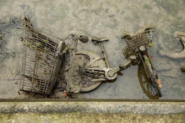 велосипед в канале Сен-Мартен