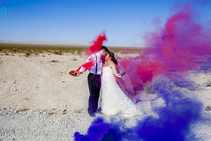 Beautiful Wedding Girl Wallpaper Las Vegas Desert Smoke Bombs Wedding Photos Tanya Dave