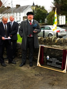Derek Fanning, Honorary President pays tribute to Paddy Lowry at the unveiling of the plaque in Kinnitty