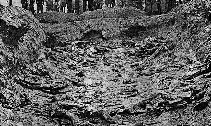 카틴 학살 암매장지 중 하나 (1943)