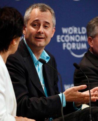 복잡계 네트워크 이론을 창시해 현대 네트워크 이론의 선구자로 불리는 A. L. 바라바시 (출처: World Economic Forum, CC BY-SA 2.0, 위키미디어 공용) https://en.wikipedia.org/wiki/Albert-L%C3%A1szl%C3%B3_Barab%C3%A1si#/media/File:Albert-Laszlo_Barabasi_-_Annual_Meeting_of_the_New_Champions_2012.jpg