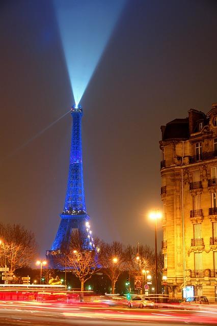 사람들이 파리에 가는 이유? 거기에 에펠탑이 있으니까.