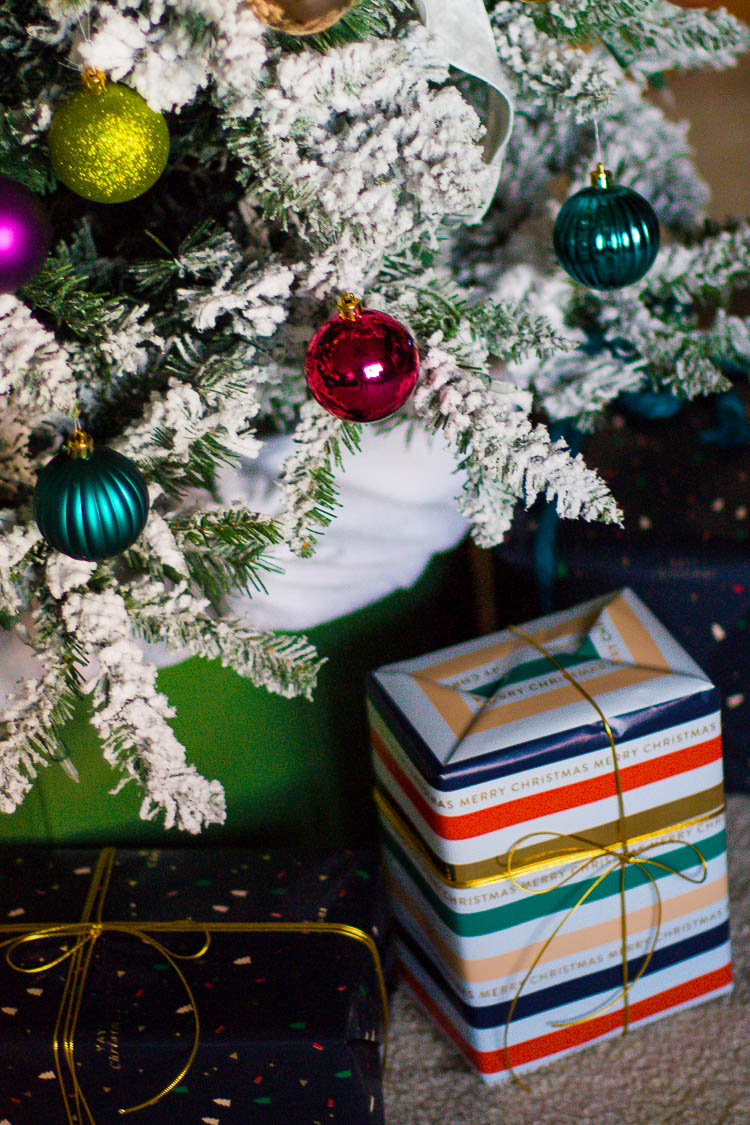 Thrifty And Colorful Christmas Decor Ideas In The Living Room Small Stuff Counts