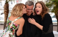 Abdellatif Kechiche et ses 2 actrices, à l'époque des bisous sur les tapis rouges