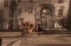 Miss Acacia sur la place d'Édimbourg / © 2012 Europacorp – Duran – France 3 cinéma