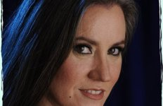 """Suzanne Wright, auteure du la saga """"La Meute du Phénix"""""""