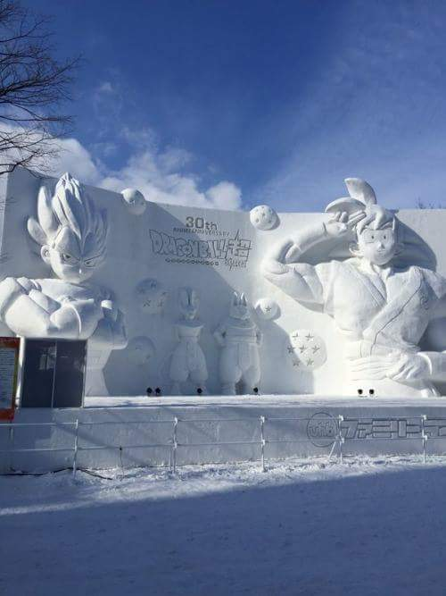 Dragon Ball Z en direct du Japon : des sculptures de Saiyans monumentales... dans la neige !