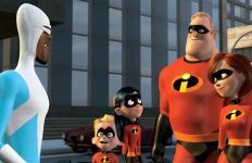 Frozone et la famille Indestructible discutent du plan d'attaque