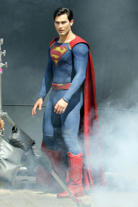 Tyler-Hoechlin-TV-Set-Supergirl-Superman-Costumes-Tom-Lorenzo-Site-2