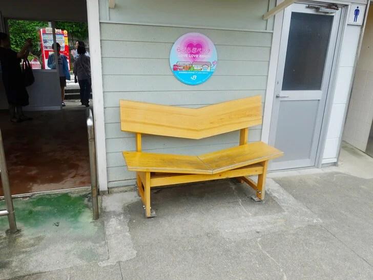 下灘駅のカップルシートを撮影した写真