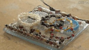 Video: Sophomore Makes Her Own Jewelry