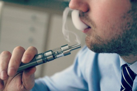 a-company-ordered-recall-highlights-the-wild-west-of-e-cigarette-lack-of-regulation-in-canada-289-body-image-1427398234