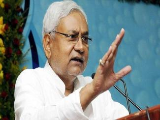 Shoe-Thrown-at-Nitish-Kumar-to-Protest-Liquor-Ban