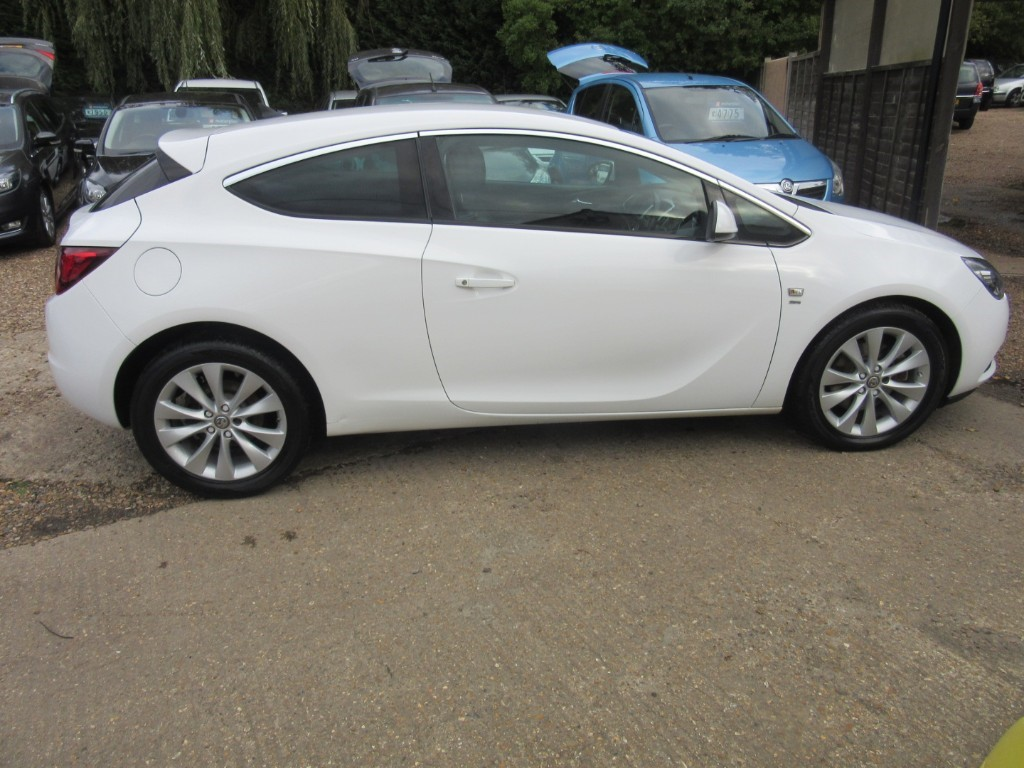 Vauxhall City Windlesham Used Polar White Vauxhall Astra For Sale Surrey