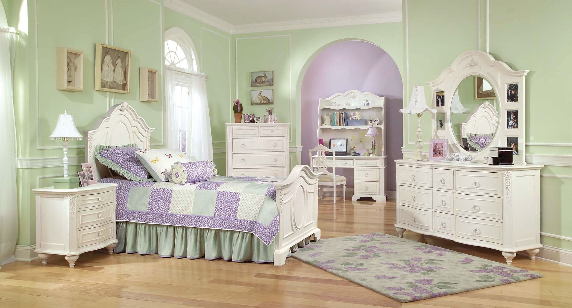 Classic Bedroom Escape Enchantment Panel Bedroom Set