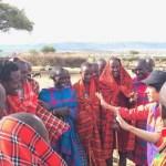 マサイ村でマサイ族に手品してみた。