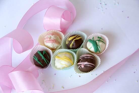 Cake Batter Truffles Candy Recipe | SnappyGourmet.com