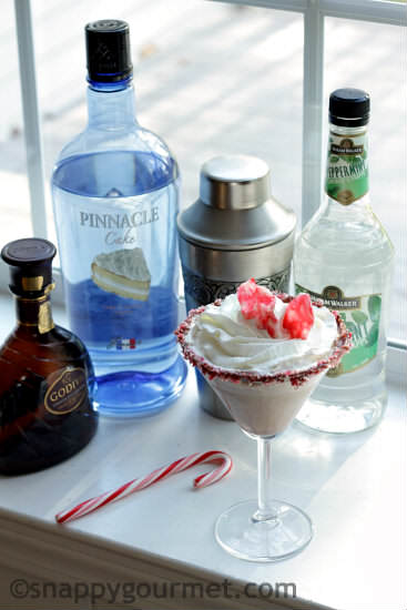 Peppermint Brownietini Cocktail | snappygourmet.com