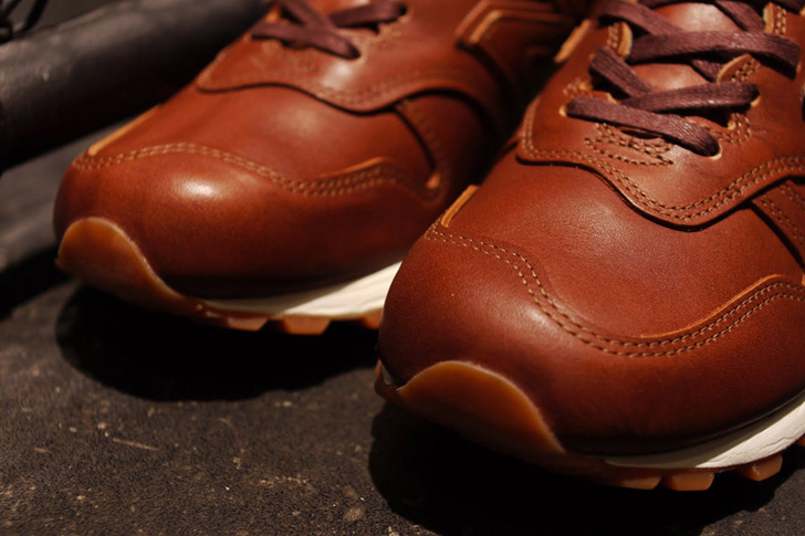 "Photo03 - 1905年創業の老舗タンナーHORWEEN社のプレミアムレザーを採用した、New Balance M1300CL ""made in U.S.A.""が登場"