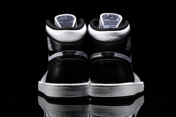 Photo05 - NIKE AIR JORDAN 1 RETRO HIGH OG BLACK/WHITE が発売
