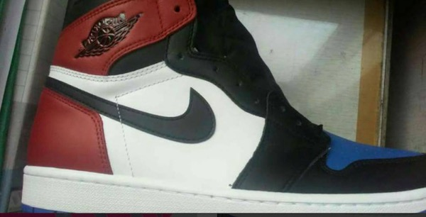 Air-Jordan-1-Top-3-Chicago-Banned-Royal-Release-Date-2