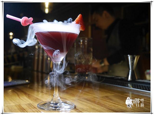 【桃園 美食】漂亮的星空酒和令人驚喜的餐點~MIX BISTRO複合式餐酒館/桃園火車站Lunch Bar/桃園朋友聚餐餐廳/小酌約會餐廳/漂亮華麗調酒/天然食材/生命之水
