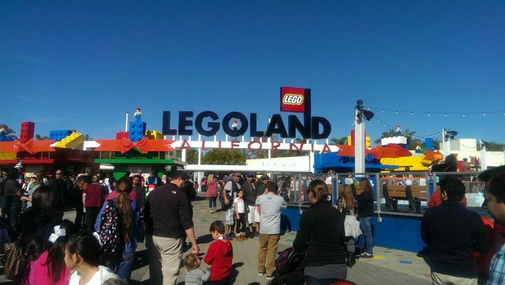 Does your child love LEGOS? Then schedule a field trip to attend LEGOLAND Home School Days in Carlsbad, California. LEGOLAND California Resort offers California Home School groups a discounted admission rate on select Mondays throughout the school year. Any homeschool educator or parent (with homeschool verification) can plan a self-guided homeschool field trip to LEGOLAND, A minimum number of 10 guests is required to attend.
