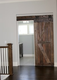 Farmhouse Chic: Sliding Barn Doors | So Chic Life