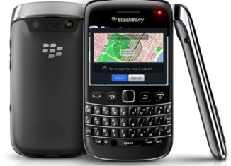blackberry-bold-9790-now-available-at-clove-uk