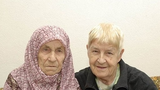 Two sisters reunite after 72 years with the help of Facebook. (Image: via nodeju.com)