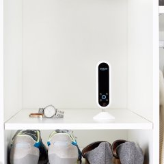 Amazon Echo Look can tell what to wear and look fine