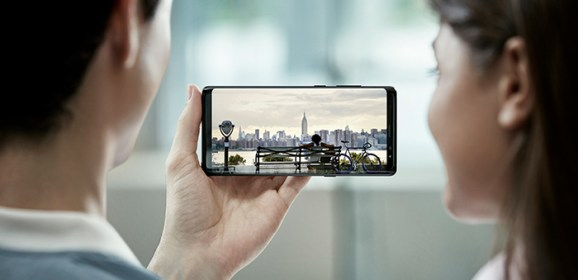 Galaxy Note 8 is available in stores and it looks amazing