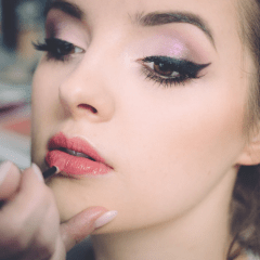 How Makeup Brands Are Dominating Digital Marketing