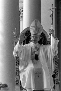 13/06/1977 Roma. Papa Paolo VI celebra il Corpus Domini alla basilica di S. Paolo fuori le mura