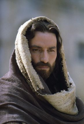 http://i0.wp.com/socraticquestions.files.wordpress.com/2009/01/james_caviezel_jesus.jpg?resize=291%2C430