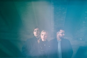 ITW – HÆLOS | Band talks dancing together pre-show, TV on The Radio and Mystery Bands with Sophie.